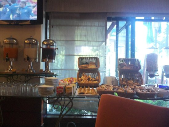 Howard Johnson Hotel - Quito La Carolina: desayuno tipo buffet