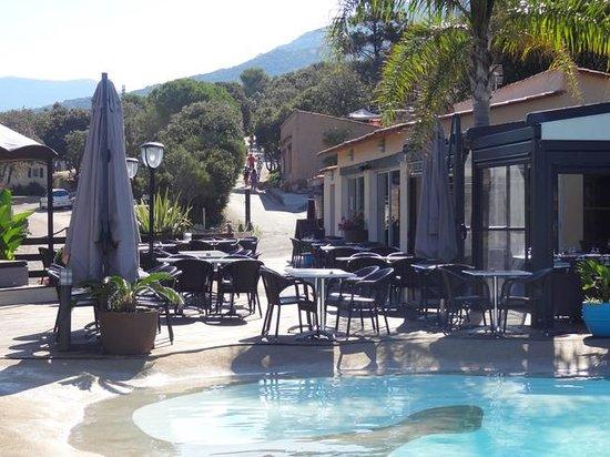 Camping Colomba : Piscine et restaurant