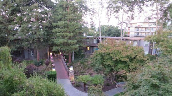 Creekside Inn: A view from our Balcony in the evening