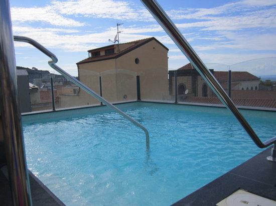 La piscina piccola ma in una terrazza ben organizzata - Piccola piscina ...