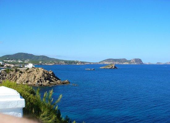 azuLine Club Cala Martina Ibiza: Vista da zona piscina (verso Es Canar)