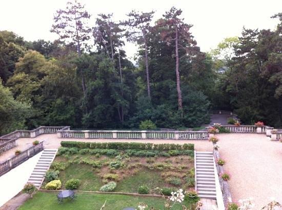 Hôtel Château de Montvillargenne : terrasse/arrière du château