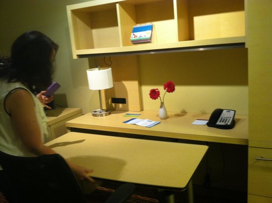 TownePlace Suites Shreveport-Bossier City : Desk area