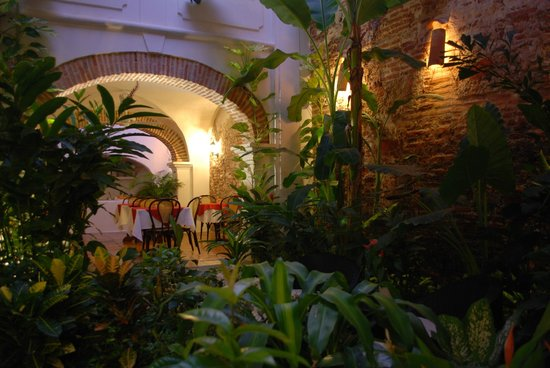 Alfiz Hotel : The magic atmosphere of our garden patio