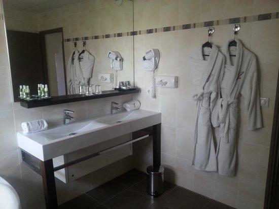 Hotel La Fauceille: La salle de bain