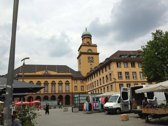 Witten, Deutschland: Rathaus mit Markt