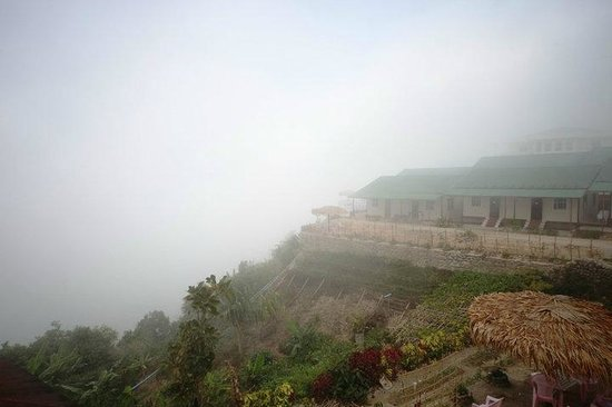Kyaik Hto Hotel: The rooms engulfed in the morning mist