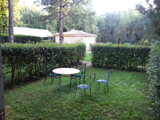 Chateau de la Pioline : собственный садик
