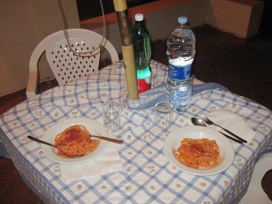 Residence Isola Rossa : una cena fuori al terrazzo
