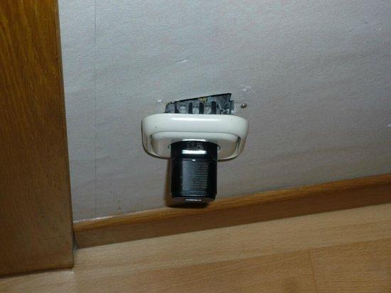 Casual Valencia de la Música: Presa a muro non collegata, per fortuna ce ne erano altre due (una del televisore mai usato)