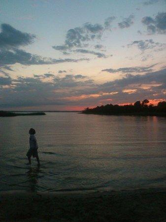 Les Cottages du Lac : Sunset at the lake