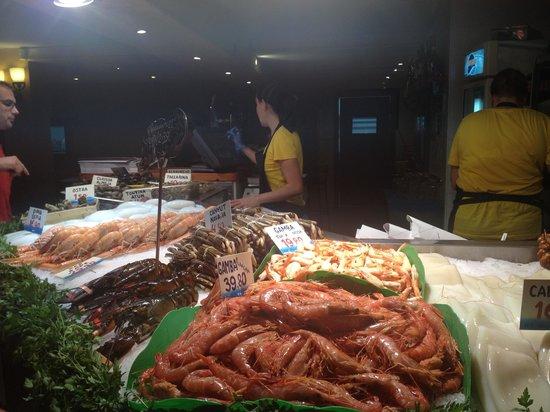 La Paradeta Sitges: Ingresso - banco del pesce