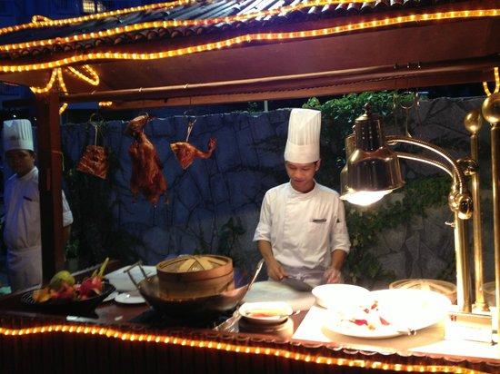 Huayu Resort and Spa Yalong Bay Sanya: Poolside BBQ