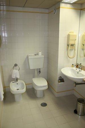 Tivoli Coimbra Hotel: Baño 1