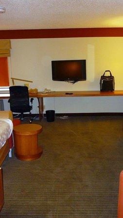 La Quinta Inn & Suites Savannah Southside: tv