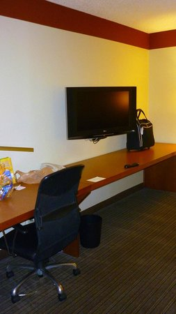 La Quinta Inn & Suites Savannah Southside: desk