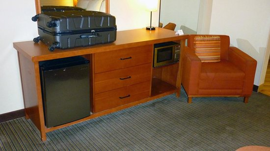 La Quinta Inn & Suites Savannah Southside: fridge micro