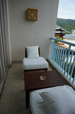 Huayu Resort and Spa Yalong Bay Sanya: balcony over looking the pool