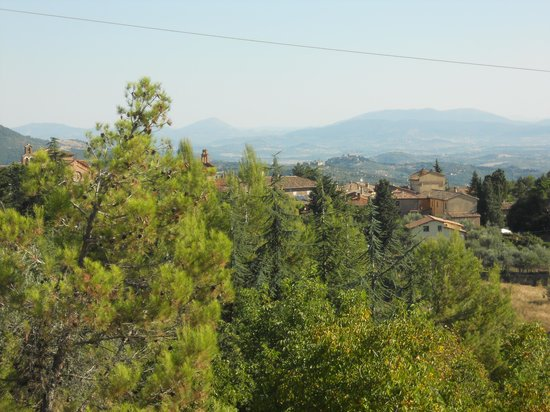 Migliano, Italien: View towards the Tiber Valley