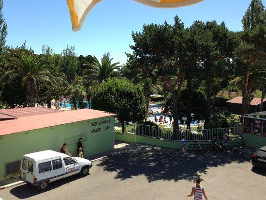 Camping Valldaro: Piscine vu du studio