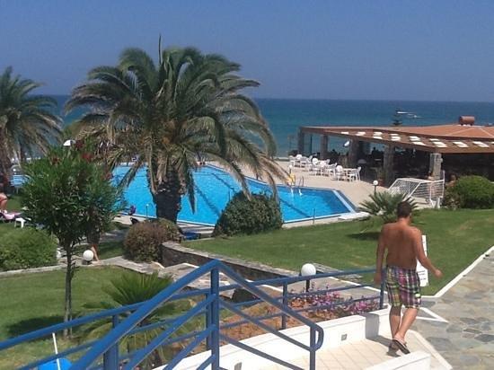Ariadne Beach Hotel: Pool, close proximity to the beach...