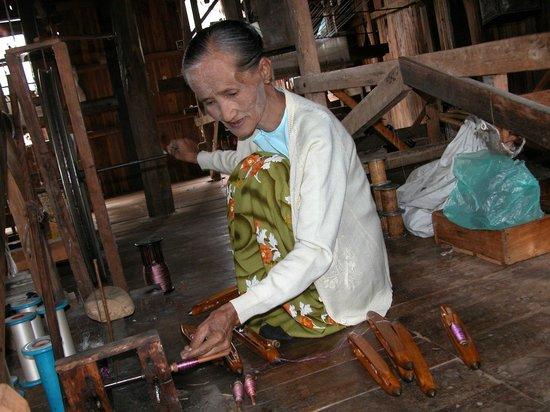 Nanda Wunn Hotel: At the Silk handloom