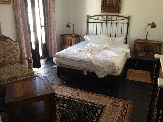 Hotel Jardin de la Muralla: spatious double room