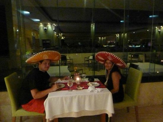 Grand Sirenis Riviera Maya Resort & Spa: Mexican night at the buffet