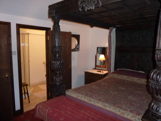 Glen Cottage: Four poster bed, ensuite