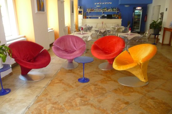 Hotel Europa: Art chairs at the reception