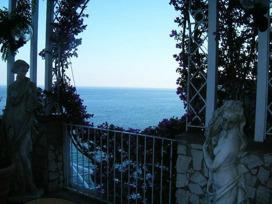 Lloyd's Baia Hotel: Lovely terrace with view of the ocean