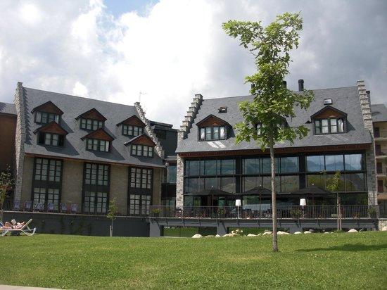 HG Cerler: Vista frontal del hotel