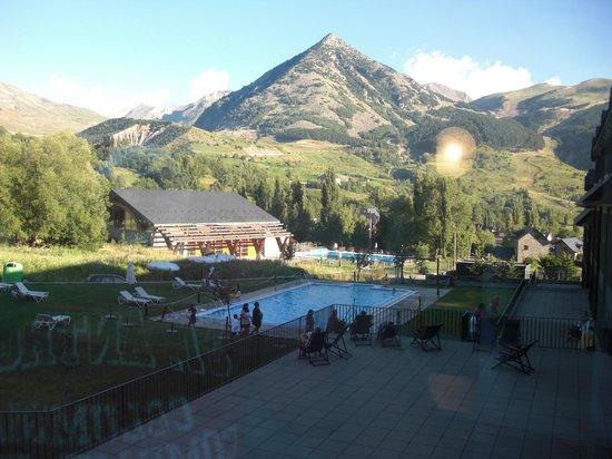 HG Cerler: Vista lateral del hotel