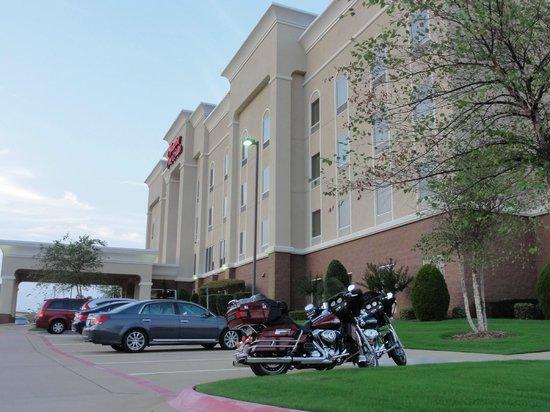 Hampton Inn & Suites Texarkana: The front of the Hampton Inn