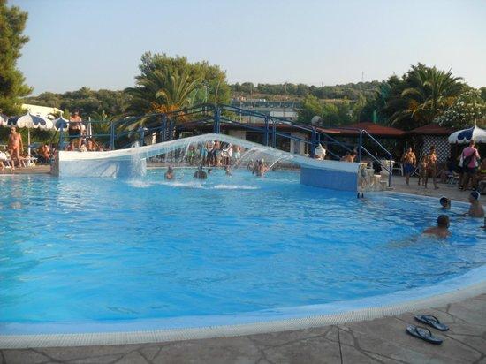 Green Park Village: piscina di giorno