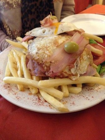 El Rincon : chivito del ray....very good!!!