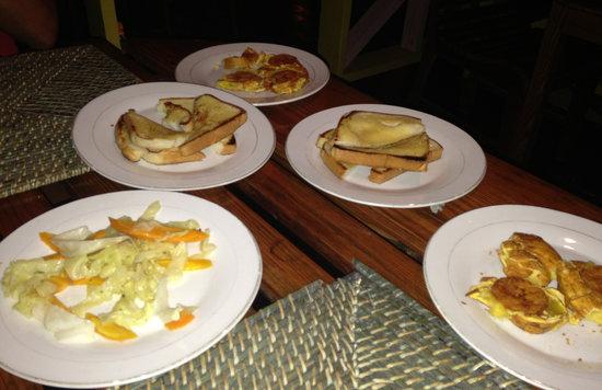 Wi Yard Anna Banana: Pain a l'ail, banane plantain et fricassée de legumes !!!!