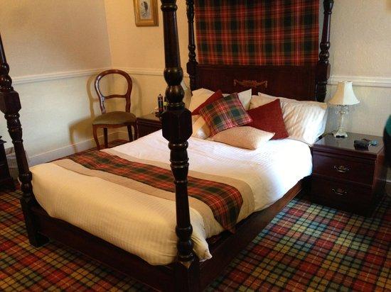 Glenmoriston Arms Hotel: bedroom 1