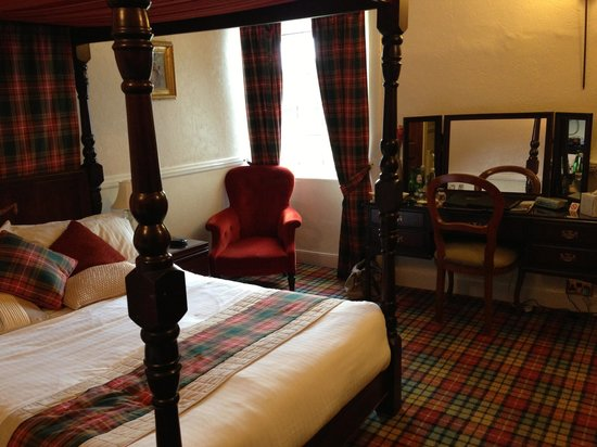 Glenmoriston Arms Hotel: bedroom 2