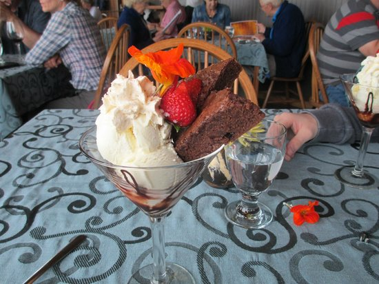 Sea Shanty Restaurant: Yummy chocolate brownies