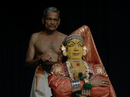 Greenix Village : Kathakali - facial expressions demonstrations