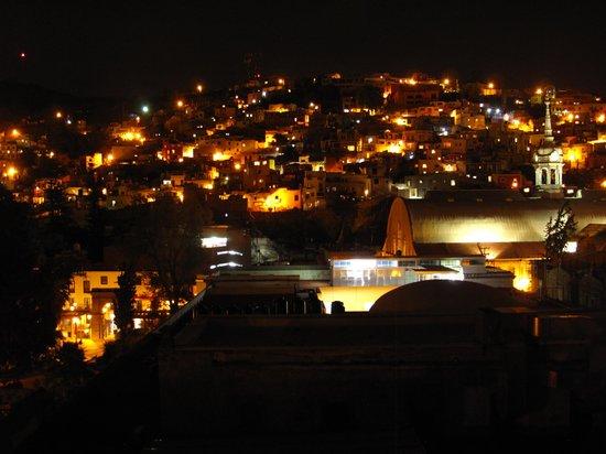 Hotel Antiguo Vapor: vista nocturna desde la ventana de nuestra habitación