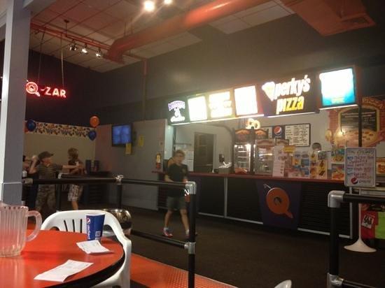 Q-Zar Tampa: Perky's pizza