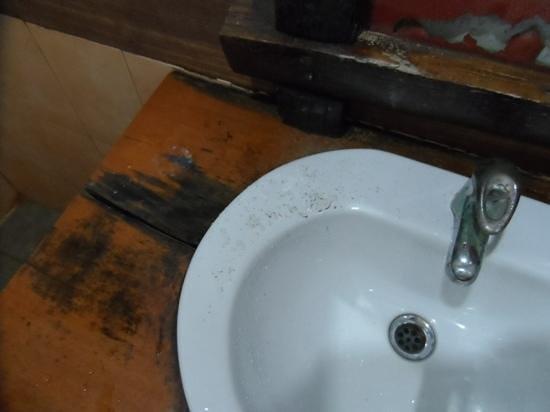 พุทธโชติ รีสอร์ท: salle de bain
