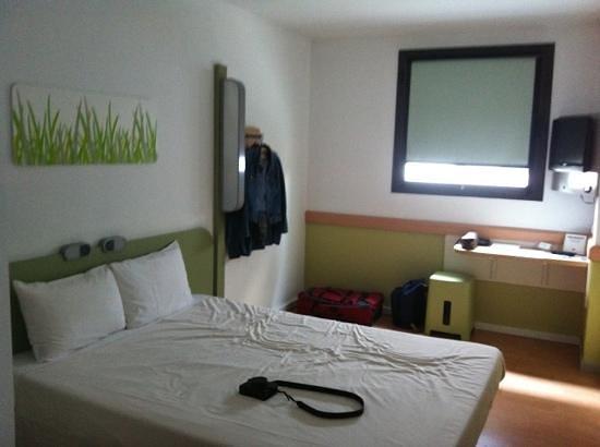 Ibis budget Girona Costa Brava: Habitación doble con baño