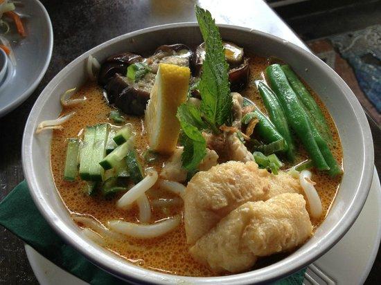 Momo Cafe: chicken laksa with noodles