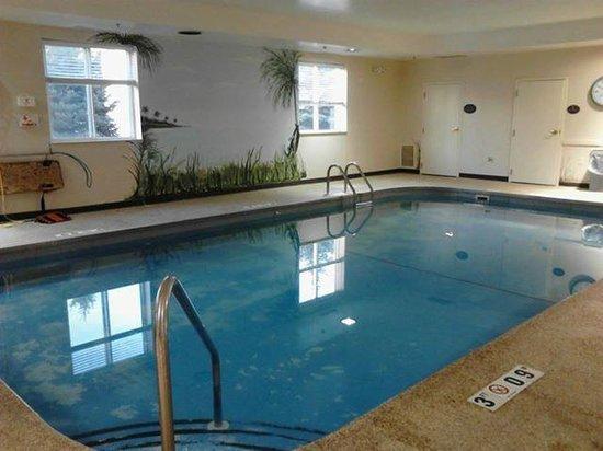 Sleep Inn , Inn & Suites: The Pool Area