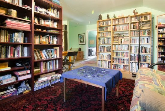 Angela's Bed & Breakfast Ottawa: Books galore