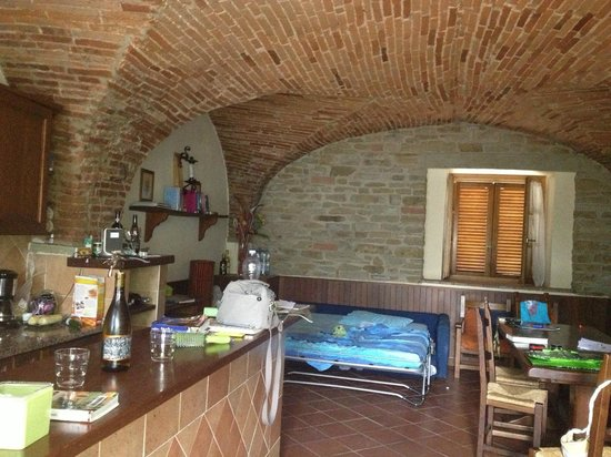 Agriturismo Buccia Nera: appartment kitchen - living room ` olive``