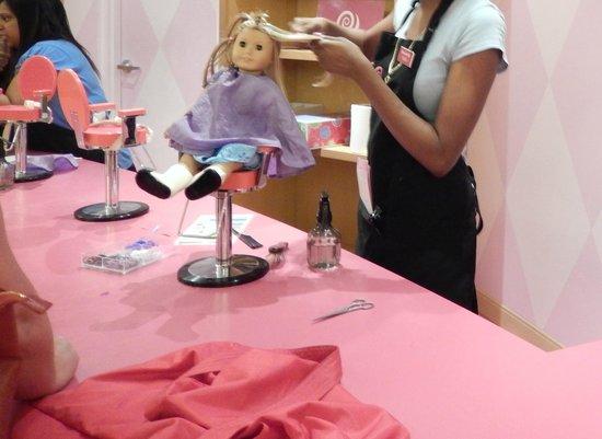American Girl Place - New York: Peinados a las muñecas